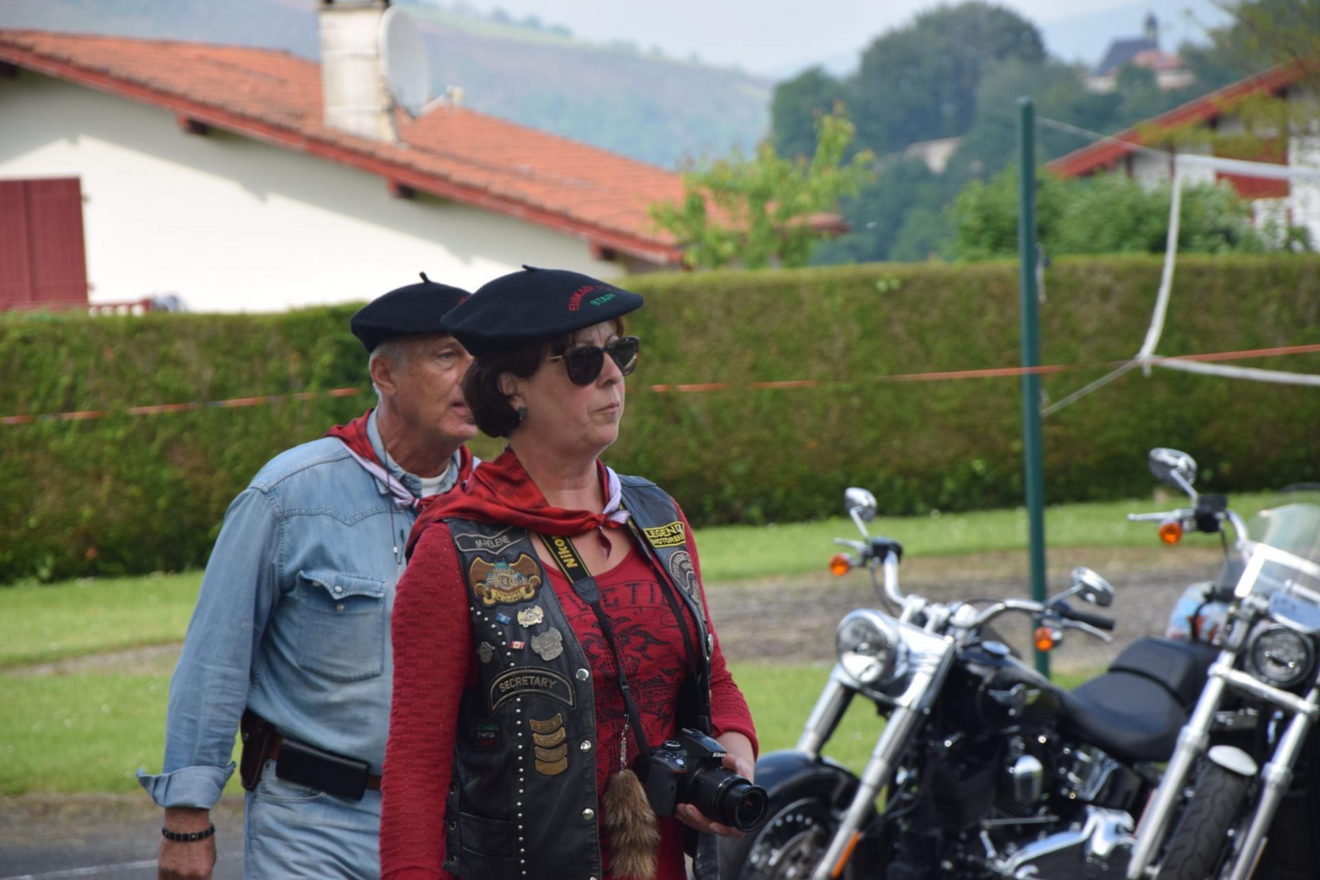 Marie Hélène accueille les bikers