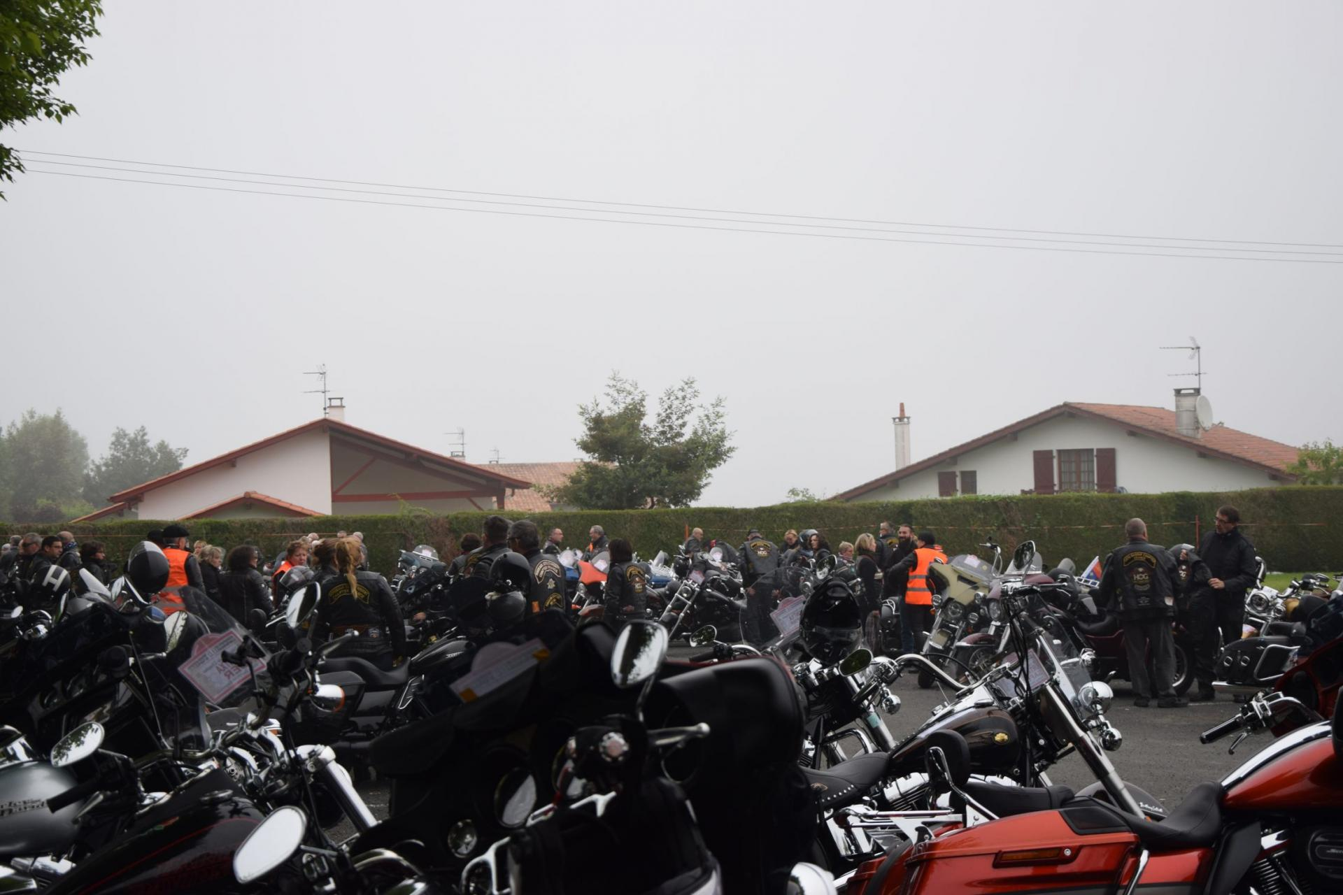 Le parking est plein, HARLEY