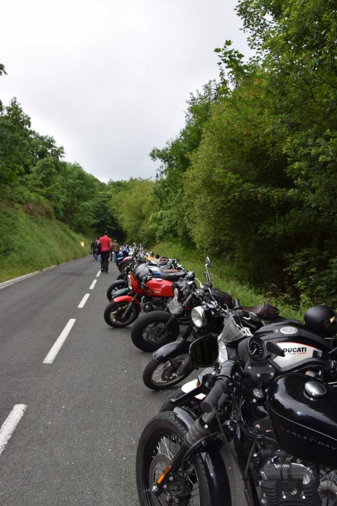 PARKING de motos avant le départ du run en Espagne