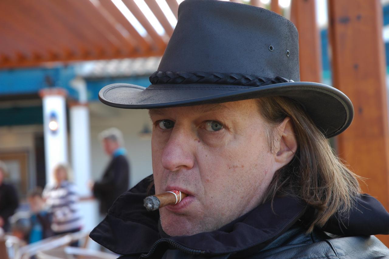 AK avec cigare