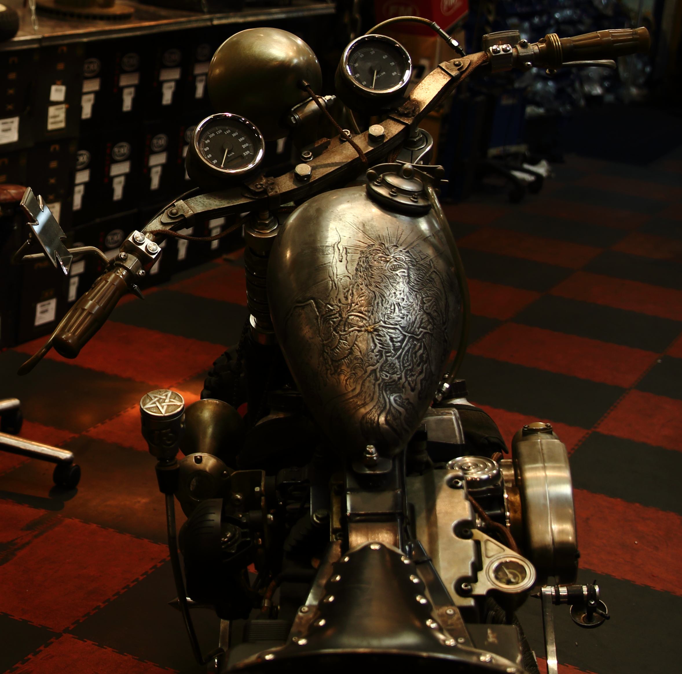 Arzée Créations Paris,  l'atelier custom de motos