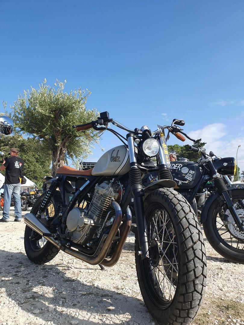 Moto à Basti