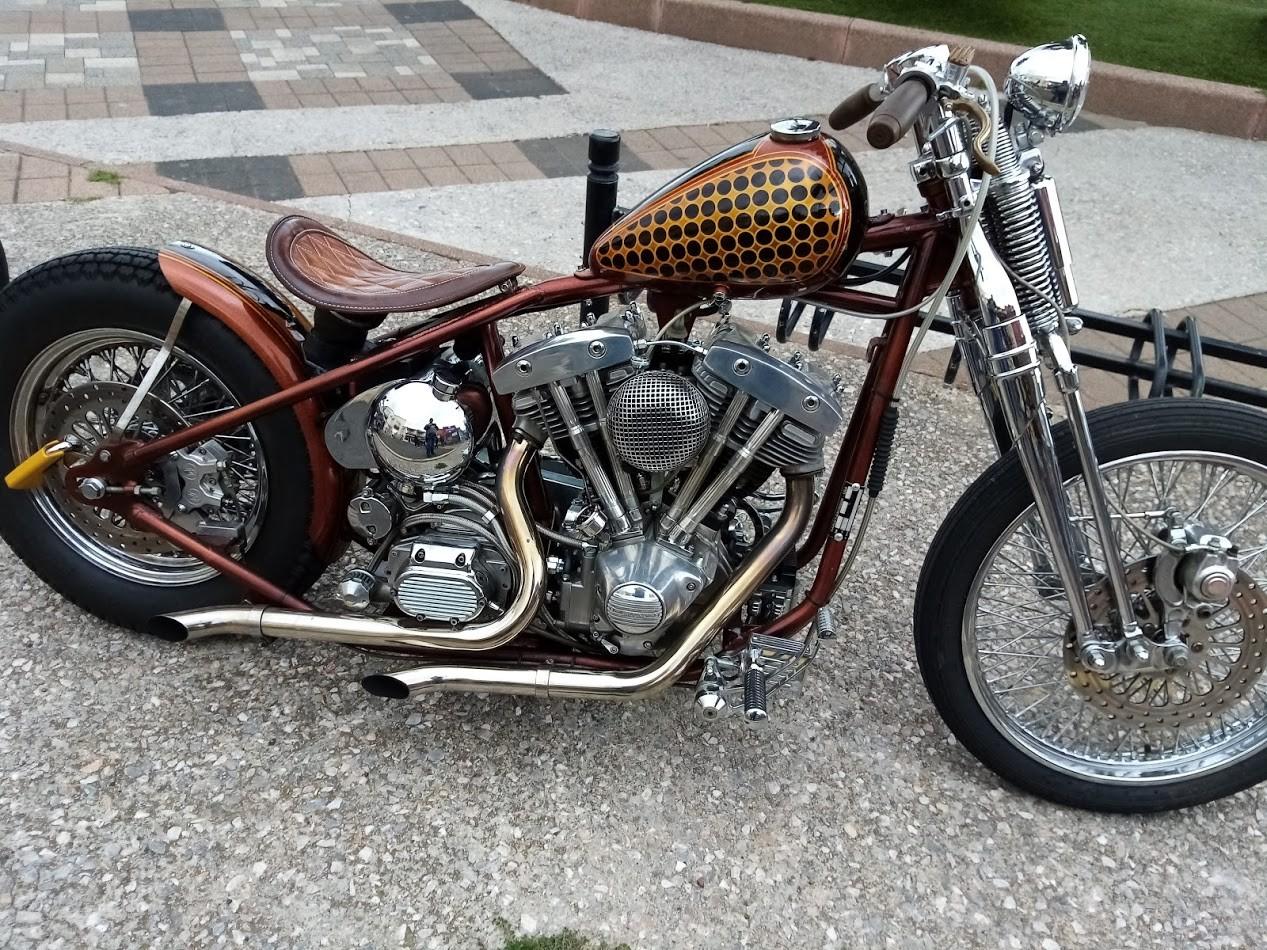 Moto sur le port de st cyprien